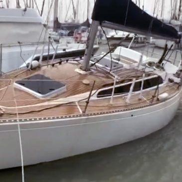 La borrasca Gloria provoca daños y los marineros se emplean a fondo